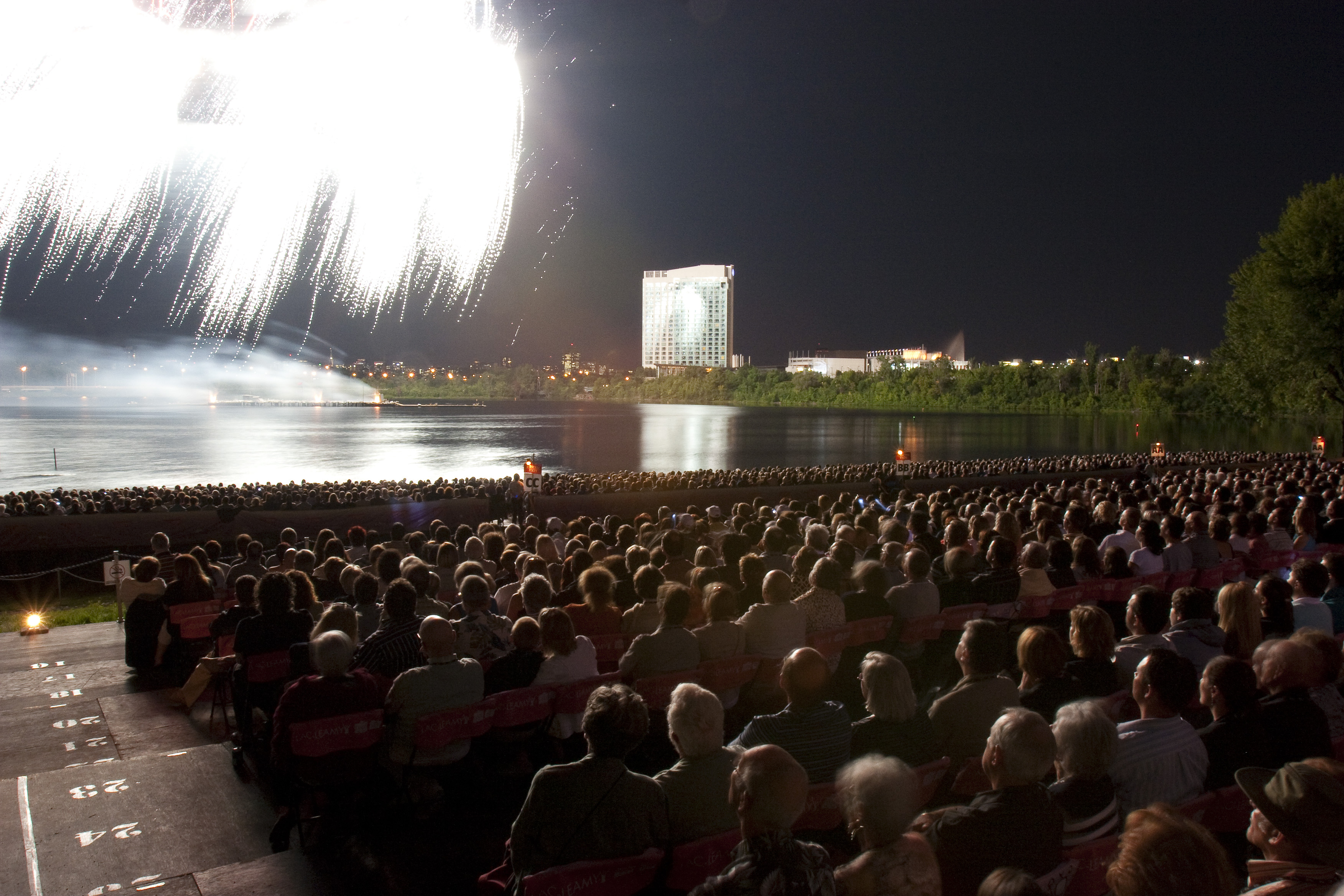 Casino du lac leamy fireworks tropicana express casino laughlin employment oppertunities